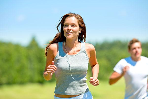 Sprinten verbrennt mehr Fett als Joggen (Foto: jean-marie guyon | Photos.com)