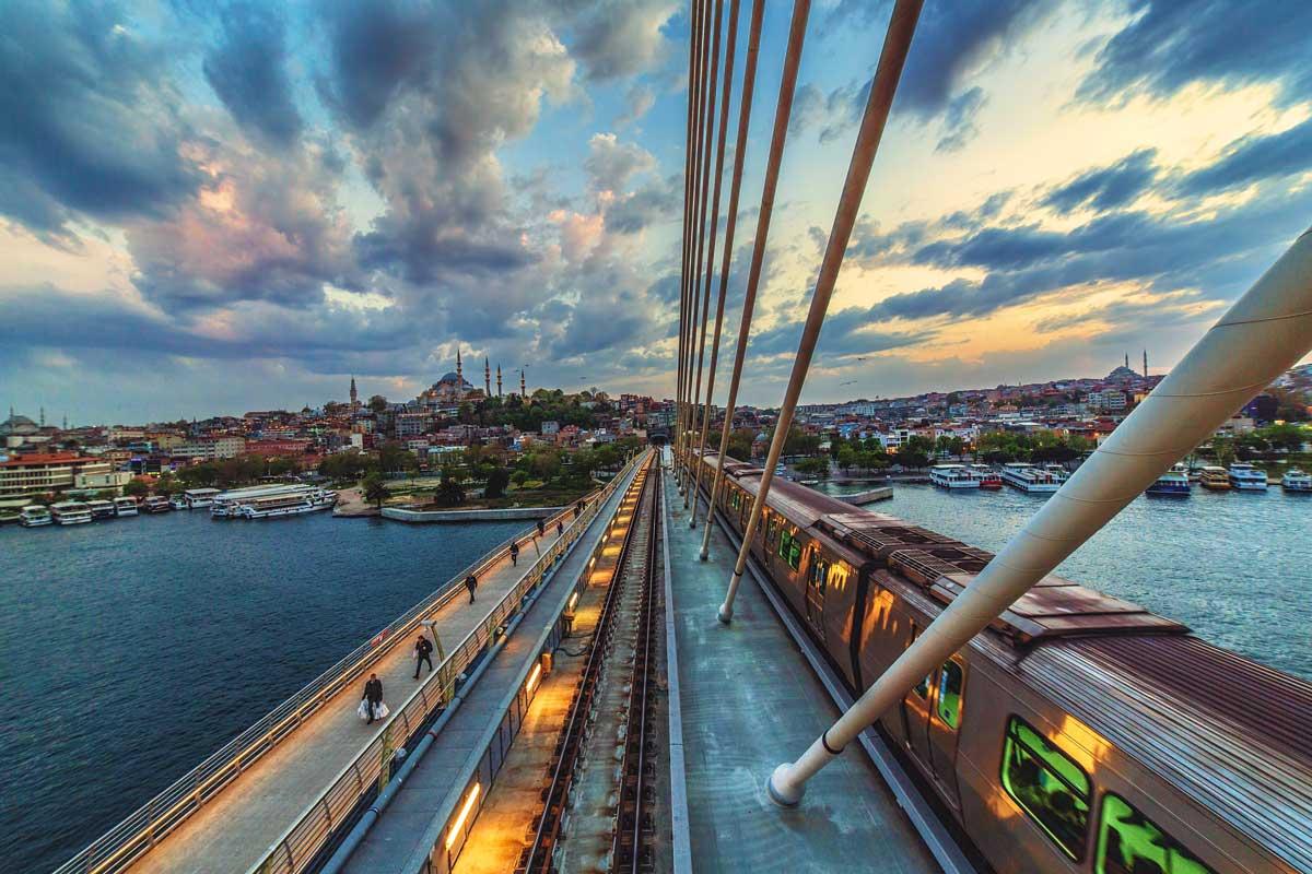 Istanbul: Metro-Brücke über das Goldene Horn