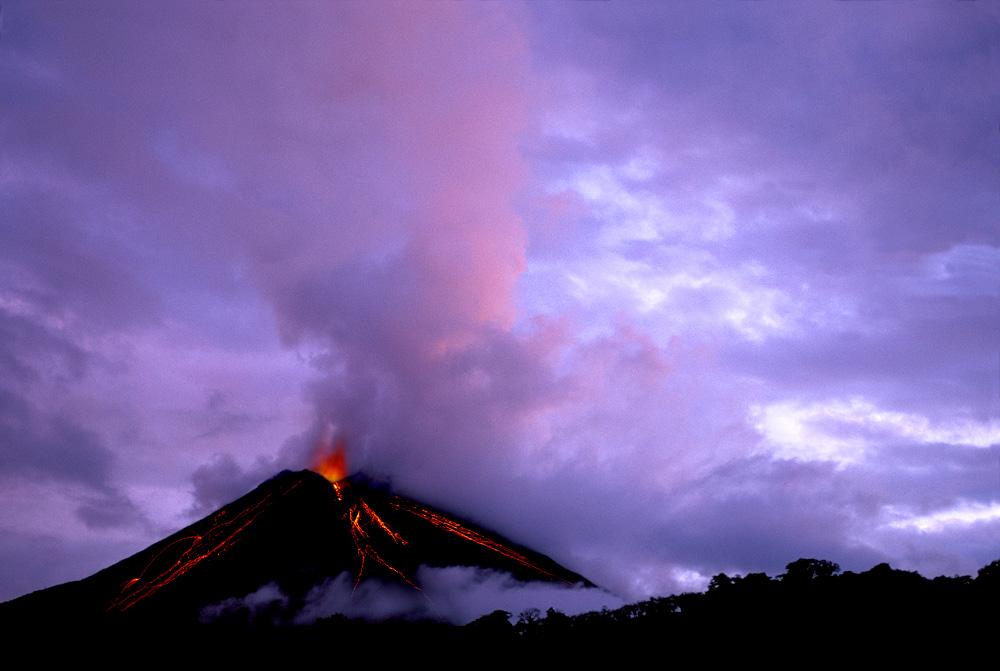 Arenal Vulkan in Costa Rica (Foto: Ron Sanford | iStockphoto | Thinkstock)