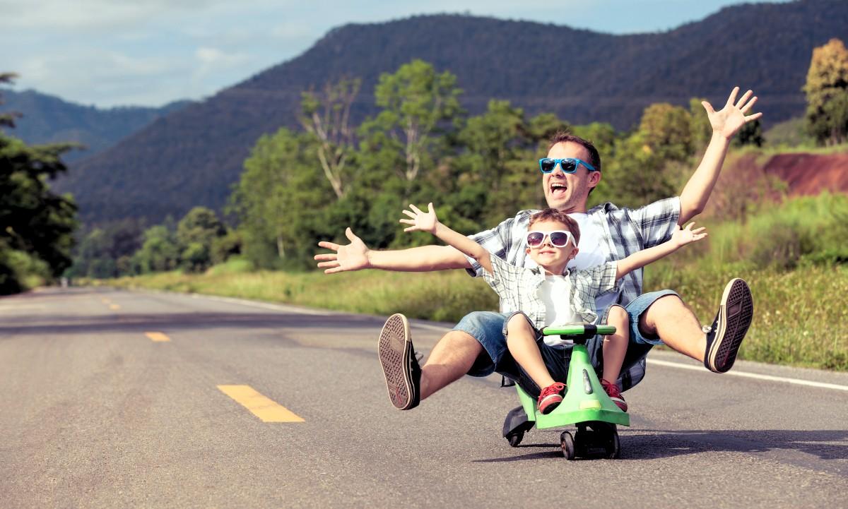 Vater und Sohn haben Spass
