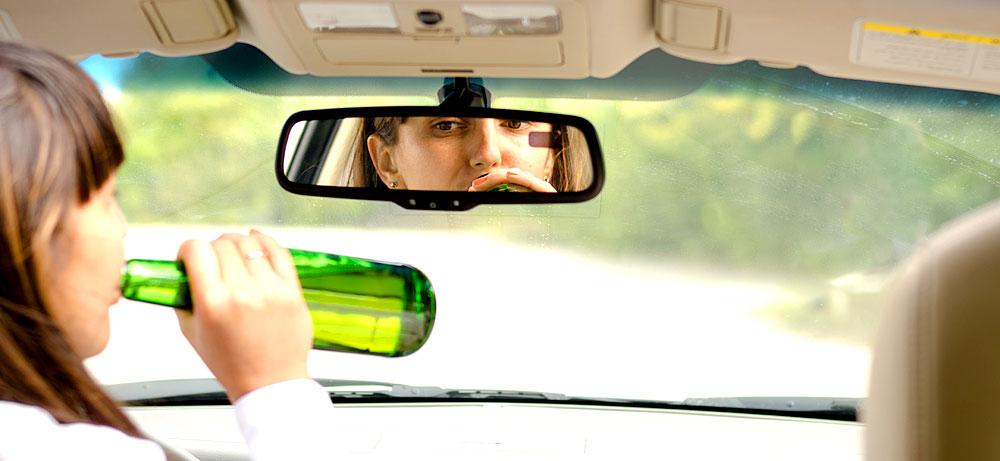 Wer alkoholisiert Auto fährt, riskiert seinen Versicherungsschutz