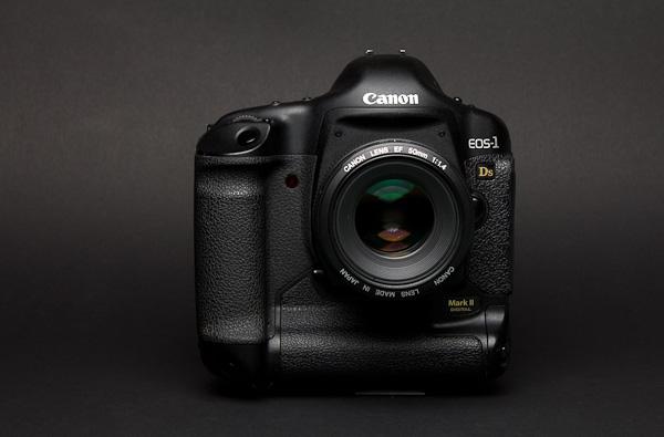 Canon 1Ds Mark II - Digitale Spiegelreflexkamera mit Vollformat Sensor