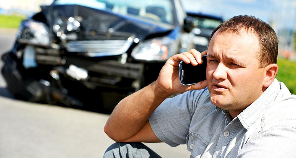 Zahlt die Versicherung, wenn man am Steuer telefoniert?