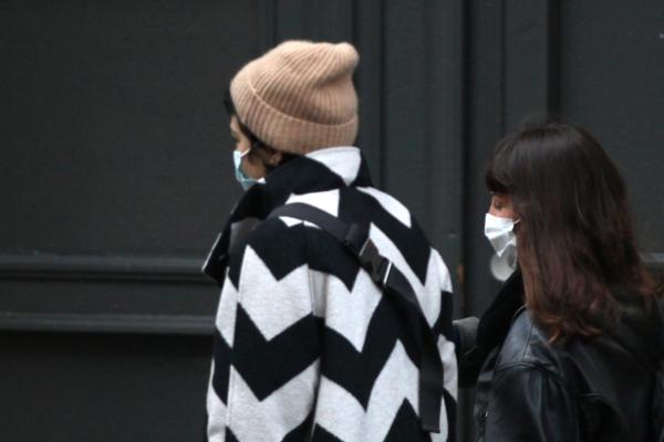 Zwei Frauen mit Mund-Nasen-Schutz, über dts Nachrichtenagentur
