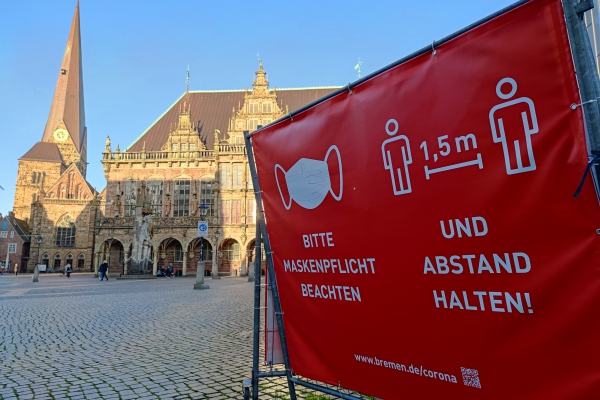 Hinweis auf Maskenpflicht in Bremens Innenstadt, über dts Nachrichtenagentur