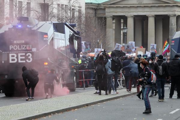 Böller-Wurf bei Corona-Protest am 18.11.2020, über dts Nachrichtenagentur