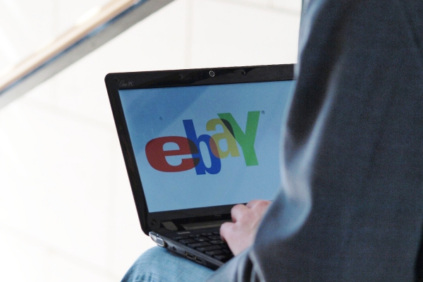 eBay-Nutzer am Computer, über dts Nachrichtenagentur