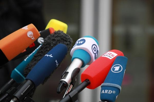 Mikrofone von Journalisten, über dts Nachrichtenagentur