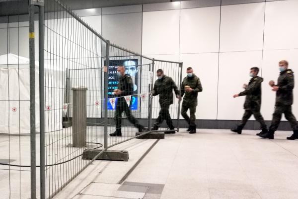 Bundeswehr-Soldaten als Helfer an einer Corona-Teststelle, über dts Nachrichtenagentur