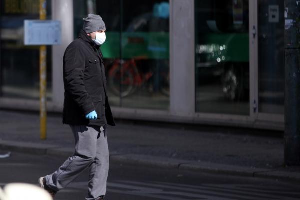 Mann mit Atemschutzmaske, über dts Nachrichtenagentur