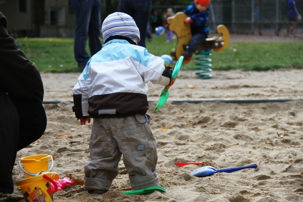 Kleinkind auf Spielplatz, über dts Nachrichtenagentur