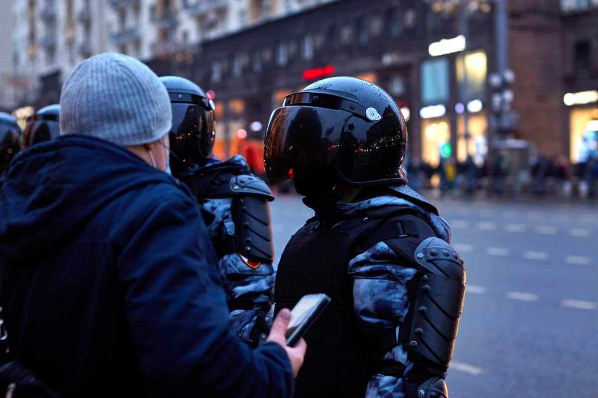 Sicherheitskräfte bei Anti-Putin-Protesten in Russland