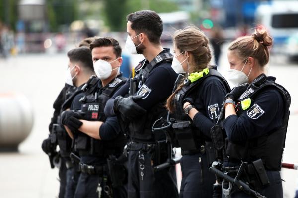 Polizei mit Mundschutz, über dts Nachrichtenagentur