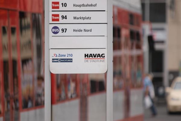 Bus- und Straßenbahnhaltestelle, über dts Nachrichtenagentur