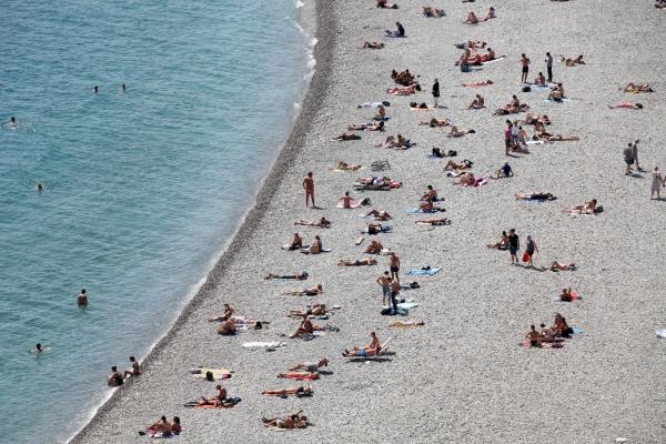 Menschen am Strand, über dts Nachrichtenagentur