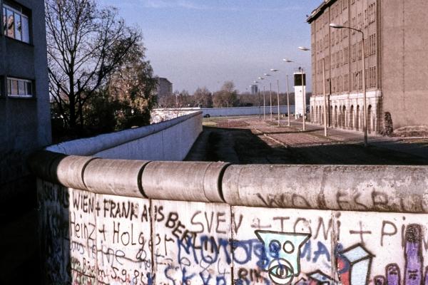 Berliner Mauer mit Todesstreifen, über dts Nachrichtenagentur