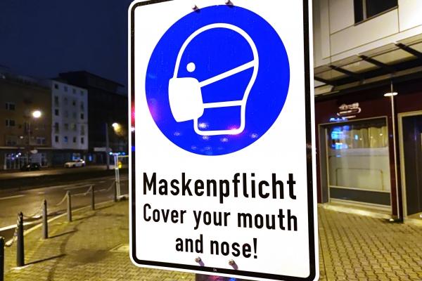 Hinweis auf Maskenpflicht, über dts Nachrichtenagentur