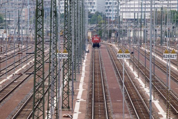 Lok auf Gleisanlage, über dts Nachrichtenagentur