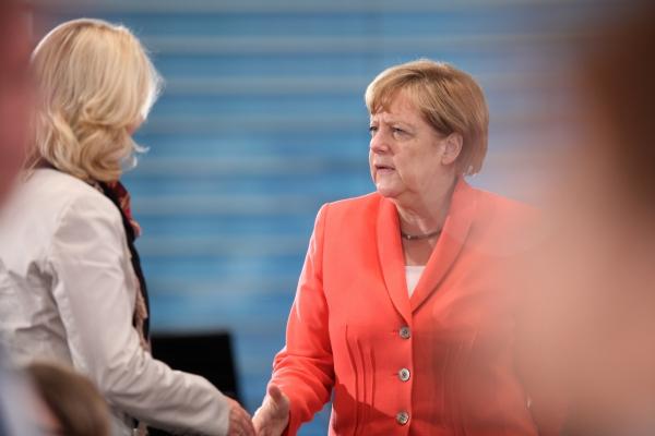Manuela Schwesig und Angela Merkel, über dts Nachrichtenagentur